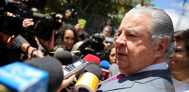 José Roberto Batochio, advogado do ex-ministro da Fazenda Guido Mantega, fala a jornalistas após prisão