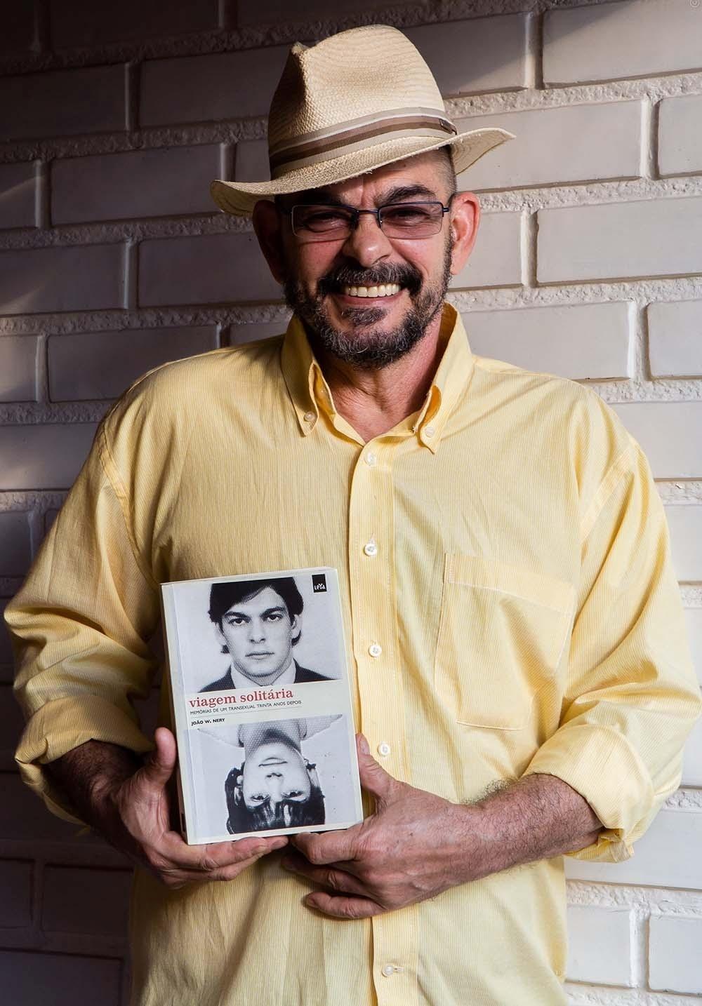 13.dez.2016 - O homem trans João W. Nery, ativista dos direitos dos transexuais no Brasil e autor do livro