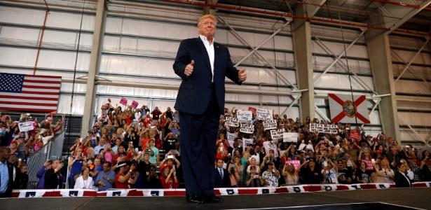 O presidente dos EUA, Donald Trump, faz comício do aeroporto de Melbourne, na Flórida