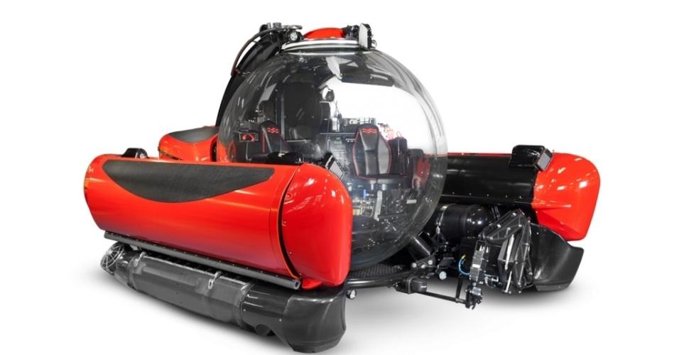 O iate Legend tem uma garagem para abrigar um submarino de exploração para três pessoas do mesmo modelo da imagem