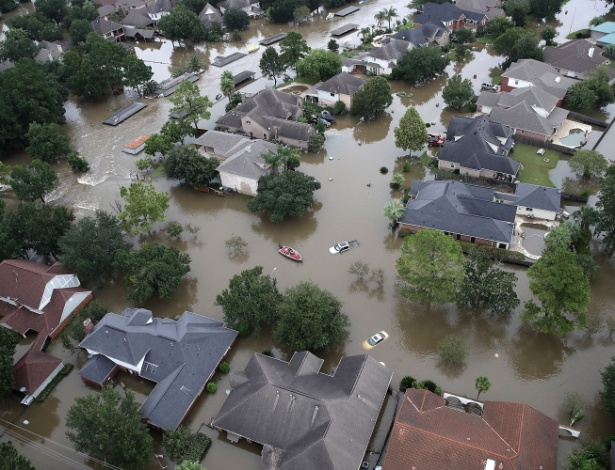 30.ago.2017 - Casas inundadas em decorrência da tempestade tropical Harvey em Houston