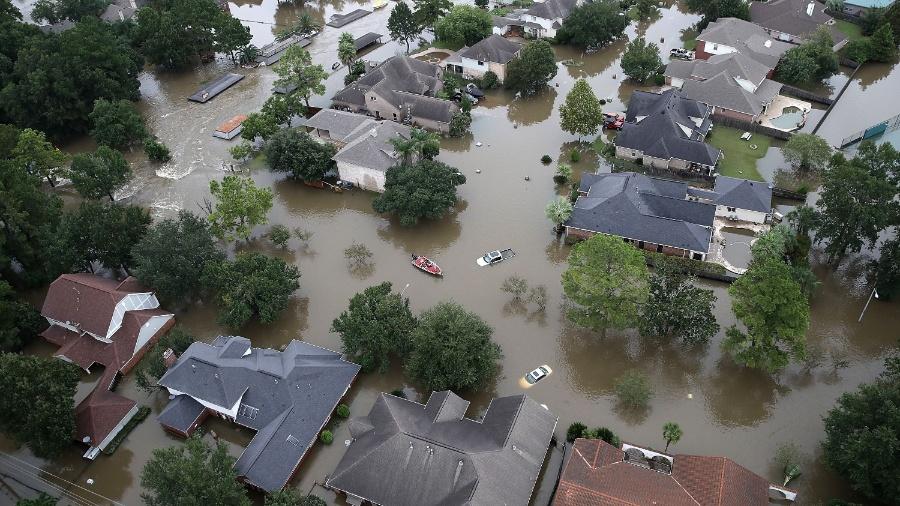 Casas inundadas em decorrência da tempestade tropical Harvey nos Estados Unidos - Win McNamee/AFP Photo