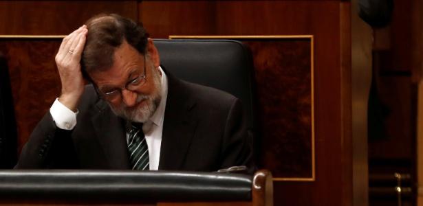 O primeiro-ministro espanhol Mariano Rajoy gesticula durante sessão no Parlamento, em Madri, Espanha