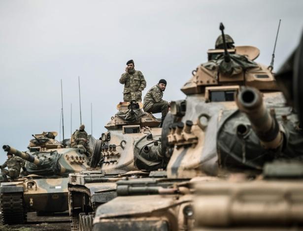 Exército turco avança na fronteira com a Síria