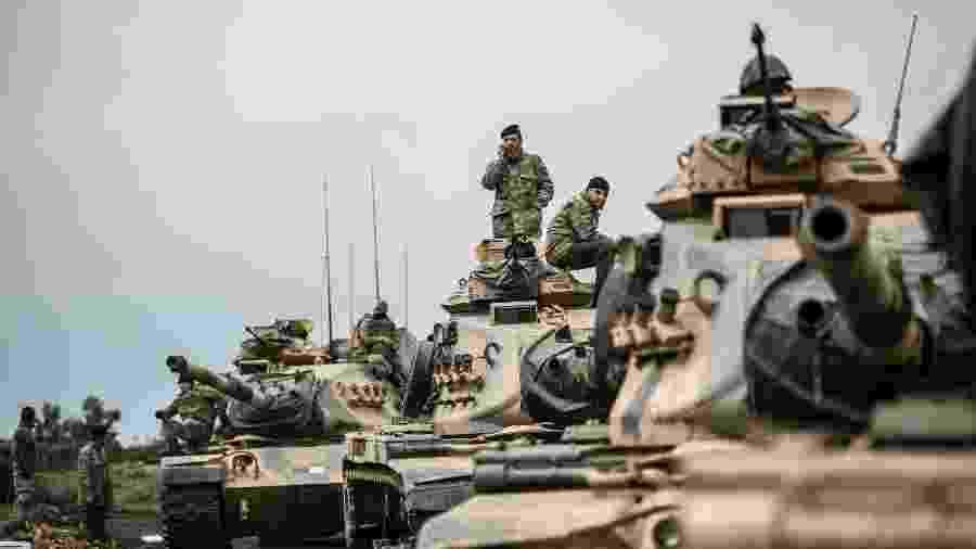 O exército turco na fronteira com a Síria - Bulent Kilic/AFP