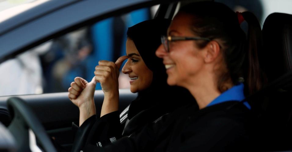 7.mar.2018 - Mulher saudita em uma aula de direção na universidade de Jeddah