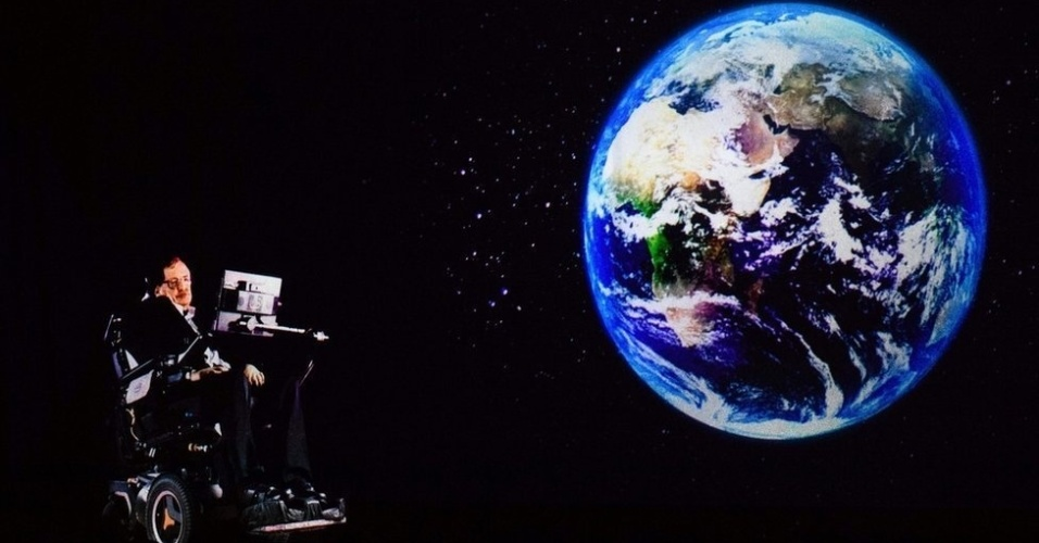 Em 2017, Hawking falou para uma plateia em Hong Kong por holograma. A palestra foi transmitida ao vivo do escritório dele em Cambridge, no Reino Unido. Depois da morte do físico, os filhos dele disseram que o legado do cientista vai durar 'por muitos anos'