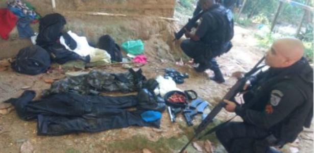 4.mai.2018 - Policiais militares em operação em favelas do Leme, na zona sul do Rio