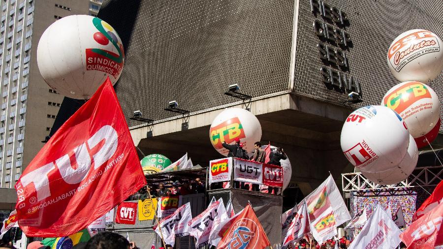 10.ago.2018 - Centrais Sindicais protestam em frente ao prédio da Fiesp, na Avenida Paulista - Kevin David/A7 Press/Estadão Conteúdo