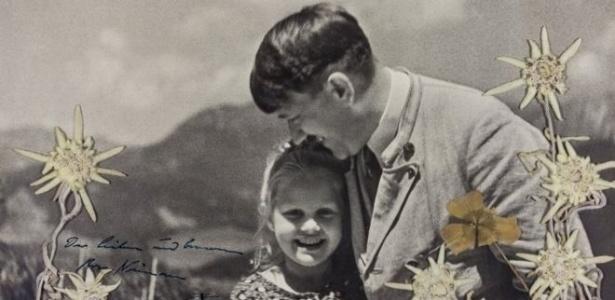 Foto de Adolf Hitler com Rosa Bernile Nienau foi leiloada por mais de US$ 11 mil