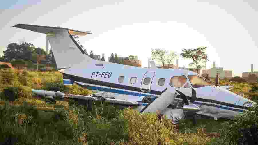 Aeronave fez pouso forçado em uma área descampada em Campinas - Luciano Claudino/Código 19/Estadão Conteúdo