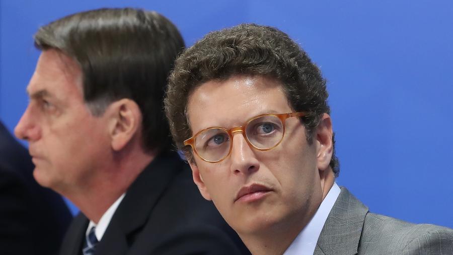 Ricardo Salles, ministro do Meio Ambiente, com o presidente Jair Boslonaro. Salles respondeu às criticas de Lula sobre a resposta aos incêndios na Amazônia e Pantanal - Marcos Corrêa/PR
