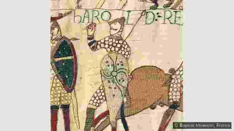 A flecha que perfura o olho do Rei Harold é um dispositivo metanarrativo - BAYEUX MUSEUM, FRANÇA - BAYEUX MUSEUM, FRANÇA