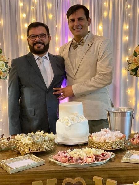 Marcelo (esquerda) e Márcio no casamento celebrado na igreja anglicana - Reprodução/Instagram