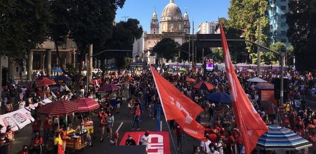 Quarto sábado de protestos | Manifestantes protestam no centro do Rio contra o presidente Bolsonaro
