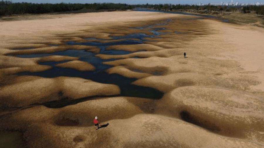 Vista aérea do rio Paraná, próximo à cidade de Rosário, na Argentina - GETTY IMAGES