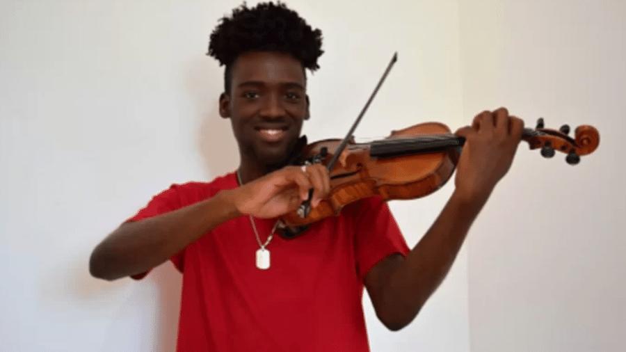 Carlos Samuel, de 20 anos, foi salvo por violino durante tiroteio no Rio de Janeiro - Arquivo pessoal