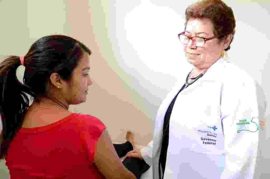 """A médica cubana Idalis Rivero atua na comunidade rural de Folha Miúda, em Craíbas, e trata a vinda ao Brasil como """"missão"""" - Beto Macário / UOL"""