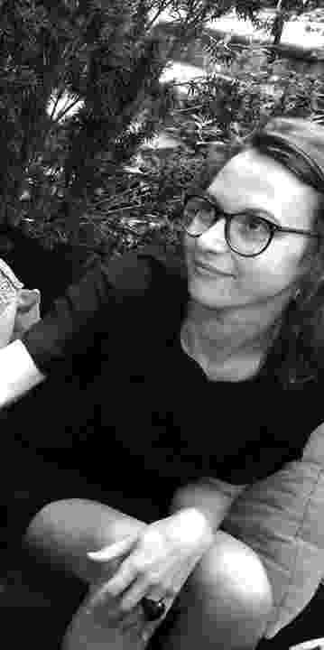 18.nov.2015 - Emilie Meaud, francesa, 27 anos: arquiteta, trabalhava na empresa Chartier Dalix. Morreu com sua irmã gêmea, Charlotte Meaud, em um dos ataques a restaurantes. - Reprodução/Facebook