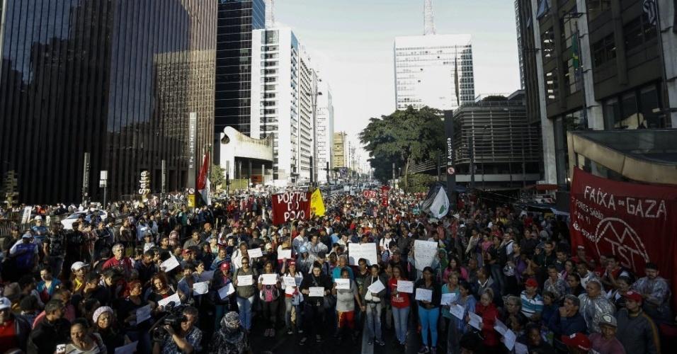 1º.jun.2016 - Manifestantes convocados pela Frente Povo Sem Medo, formada por movimentos sociais e centrais sindicais sob a coordenação do MTST (Movimento dos Trabalhadores Sem-Teto), ocuparam o prédio da Presidência da República em São Paulo, na avenida Paulista