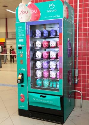Máquina automática instalada em estação do metrô de São Paulo