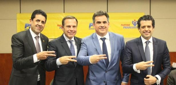 Delegado Olim (à esquerda na foto) anuncia apoio a João Doria Jr. (segundo à esquerda)
