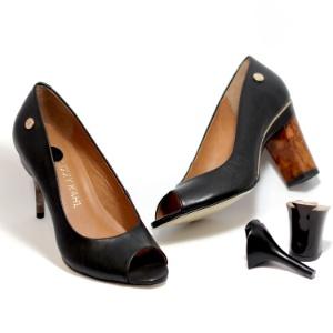a9d3a5169 Ideia que surgiu no meio da noite virou negócio: sapato que troca de ...