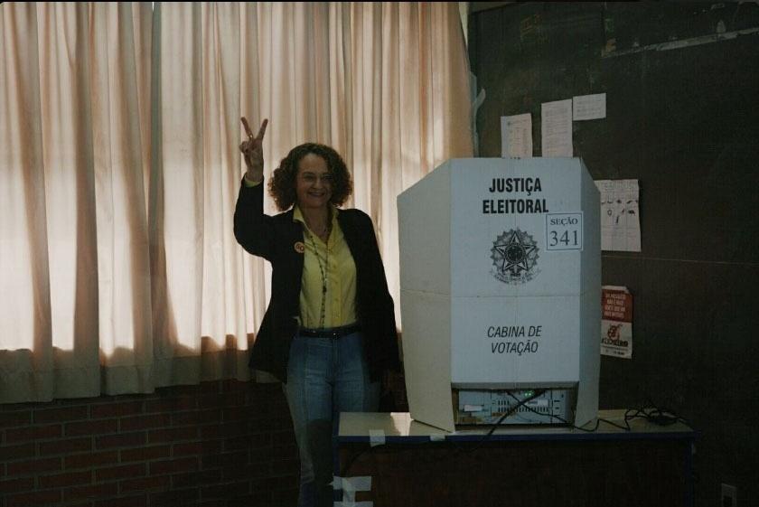 2.out.2016 -  A candidata do PSOL a prefeita de Porto Alegre, Luciana Genro, votou na manhã deste domingo no bairro de Santana