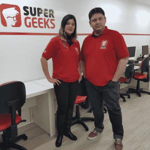 Vanessa Ban e Marco Giroto, fundadores da franquia SuperGeeks - Divulgação