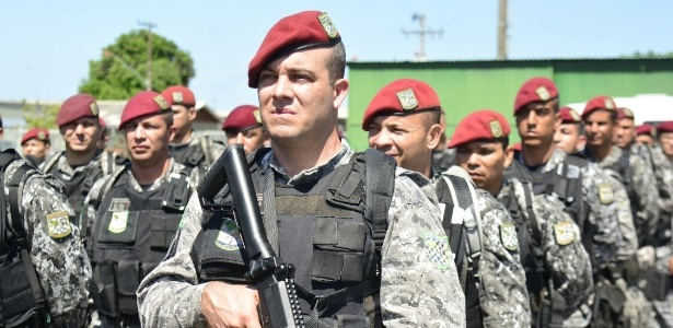 10.jan.2017- Homens da Força Nacional de Segurança desembarcam na base aérea de Boa Vista, em Roraima, palco do terceiro maior massacre do sistema prisional do país