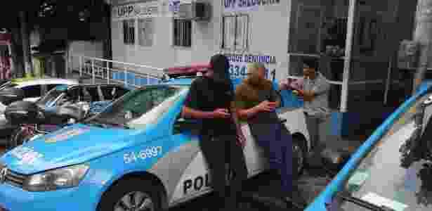 PMs trabalham desarmados e sem colete balístico na UPP do morro do Salgueiro, na Tijuca, zona norte do Rio - Custodio Coimbra / Agência O Globo - Custodio Coimbra / Agência O Globo