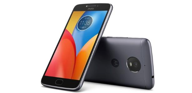 b2edc3d90e4 Celular da Motorola de R$ 900 consegue aguentar até 5 dias longe da tomada  - 26/07/2017 - UOL Tecnologia