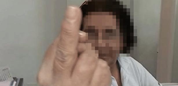 Funcionária de UPA em Itanhaém (SP) mostra dedo do meio a paciente