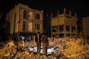 Iranianos se revoltam com construções malfeitas na região do terremoto (Foto: Arash Khamooshi/The New York Times)