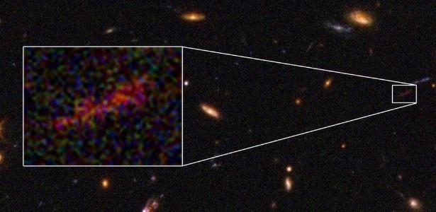 Fenômeno conhecido como lente gravitacional permitiu observar detalhes inéditos de galáxia