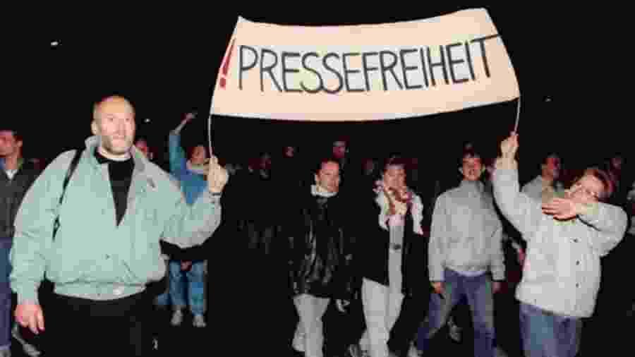 Liberdade de imprensa e outros direitos humanos foram demandados nas manifestações de Leipzig - Getty Images