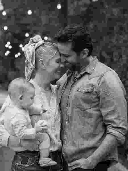 Ator e músico Nick Cordero com a esposa Amanda Kloots e o filho Elvis - Reprodução/Instagram