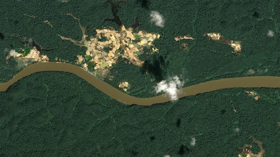 Imagens de satélite indicam desmatamento e mineração em Roraima - Handout .