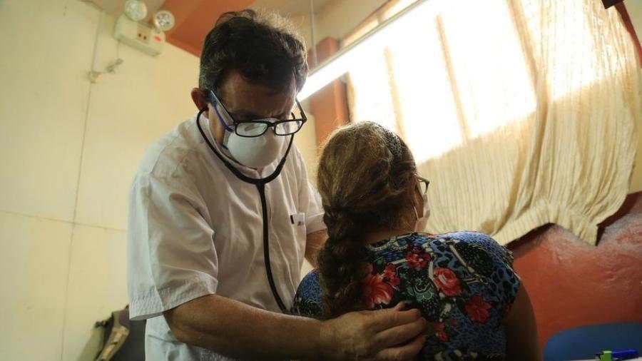 O padre Portillo foi infectado com covid-19 em maio, enquanto trabalhava como médico voluntário na cidade peruana de Iquitos - Padre Portillo/Arquivo Pessoal