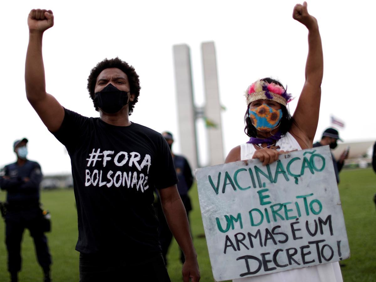 21.fev.2021 - Protesto contra o governo Bolsonaro em Brasília pede o impeachment do presidente - REUTERS/Ueslei Marcelino