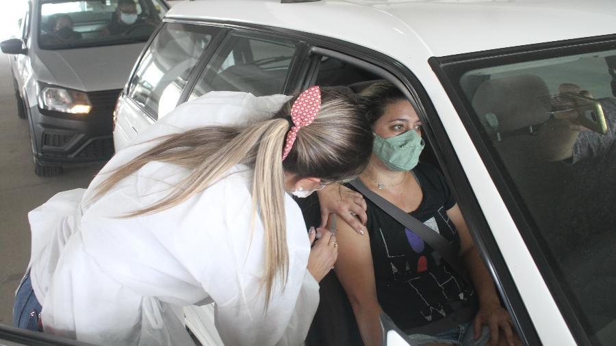 Quase 11 milhões de brasileiros já receberam pelo menos uma dose da vacina contra covid-19 - Marcelo Bittencourt/Futura Press/Estadão Conteúdo