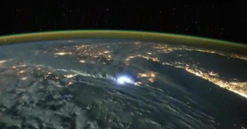 Imagens feitas do espaço mostram tempestades de raios sobre a Terra - PARA HOME