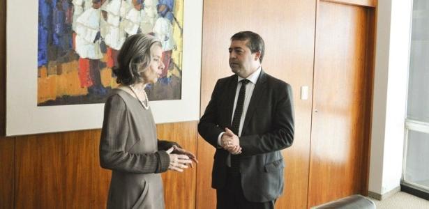 18.jan.2017 - Cármen Lúcia, presidente do STF e do CNJ, conversa com o ministro do Trabalho, Ronaldo Nogueira