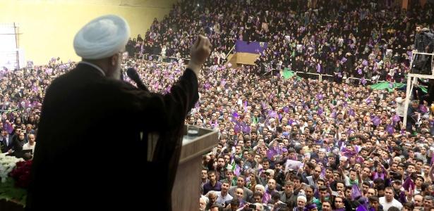 O presidente iraniano e candidato a reeleição Hassan Rouhani faz comício em Ardabil, no Irã