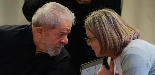 21.set.2017 - O ex-presidente Luiz Inácio Lula da Silva e a senadora Gleisi Hoffmann (PT-PR) juntos durante evento em SP - Nelson Antoine/Estadão Conteúdo
