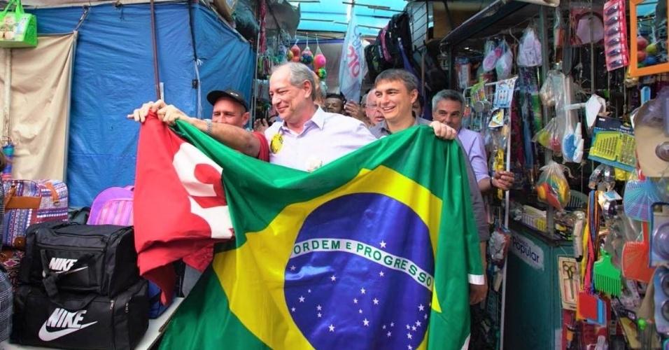 28.ago.2018 - Ciro Gomes durante campanha em São Gonçalo (RJ)