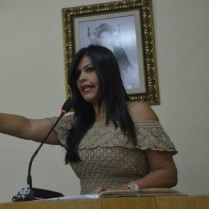 A vereadora Eliana Fofa durante posse em Santana do Ipanema, em janeiro de 2017