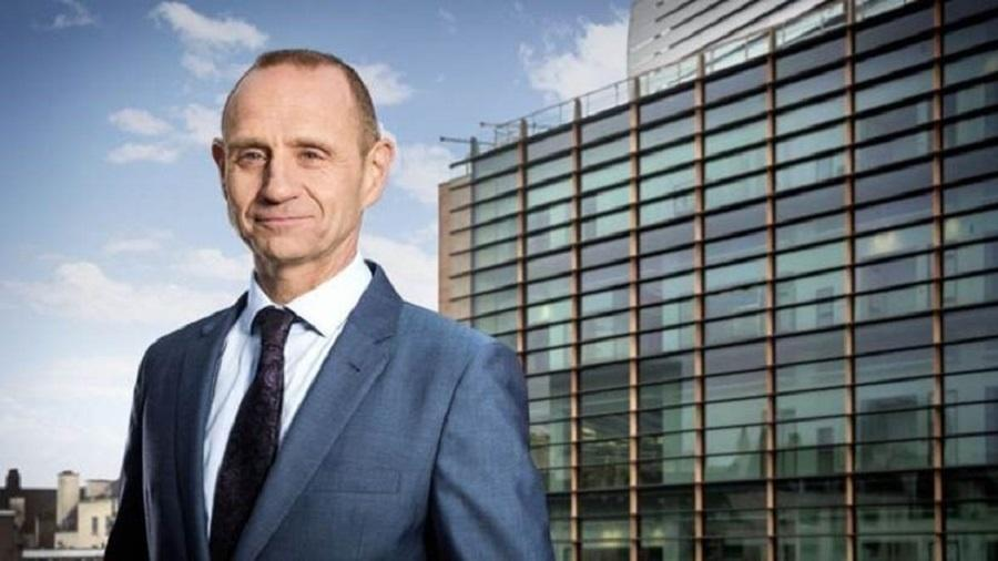 Evan Davis é apresentador de rádio da BBC e foi editor de economia da BBC News - BBC