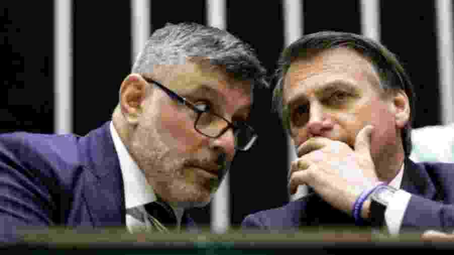 Frota e Bolsonaro conversam na Câmara, no dia 29 de maio: relação do deputado com o governo já estava azedando - Agência Câmara