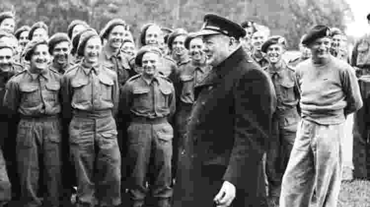 Winston Churchill se opôs à Operação Dragão, acreditando que as forças deveriam ser enviadas à frente italiana - Getty Images - Getty Images